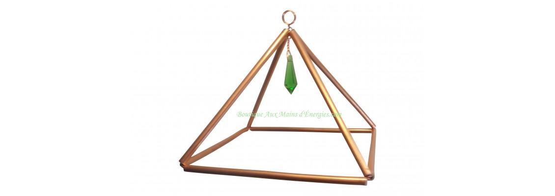 Pyramide en cuivre